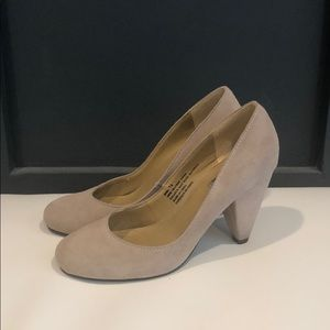 100% leather cream shoes - great condition